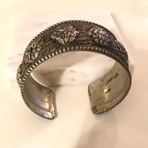 Vintage style silver bangle